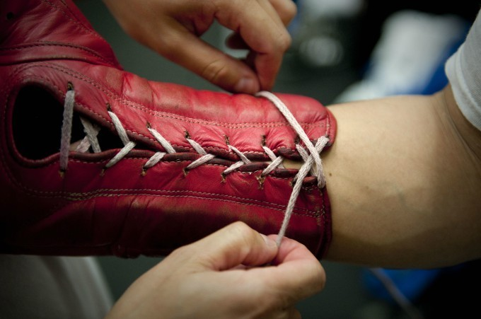 Lace-up glove